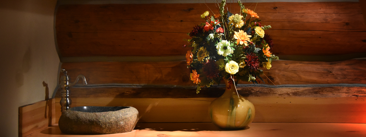 lodge-flowers-interior