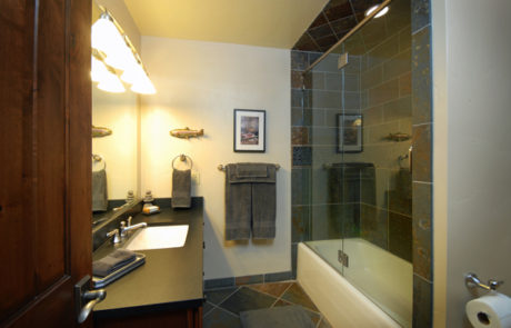 Luxury Resorts Montana, Bathroom of the Sporting Suite at the Silver Bow Club in Montana