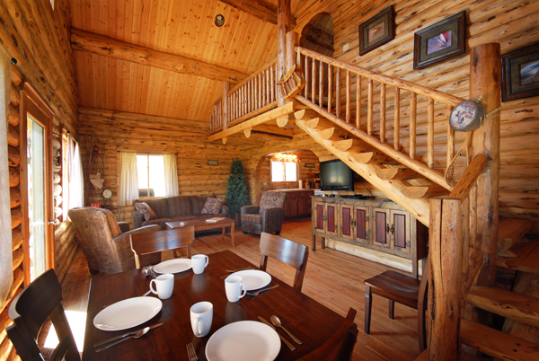 Montana Fly Fishing Cabin, Salmonfly Cabin Dining Area on the Big Hole River