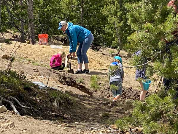 Crystal Park Families Dig For Crystals in Park